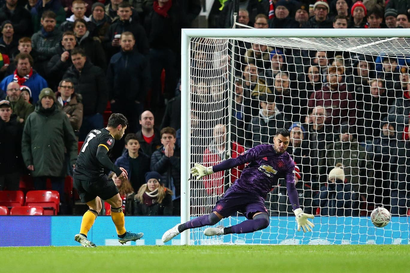 Juan Mata tỏa sáng, MU đả bại Wolves ở FA Cup
