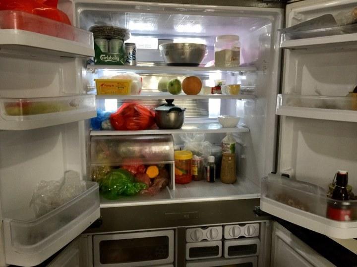 Phát hoảng giá Tết, chỉ lau cái tủ lạnh chém 1 triệu đồng