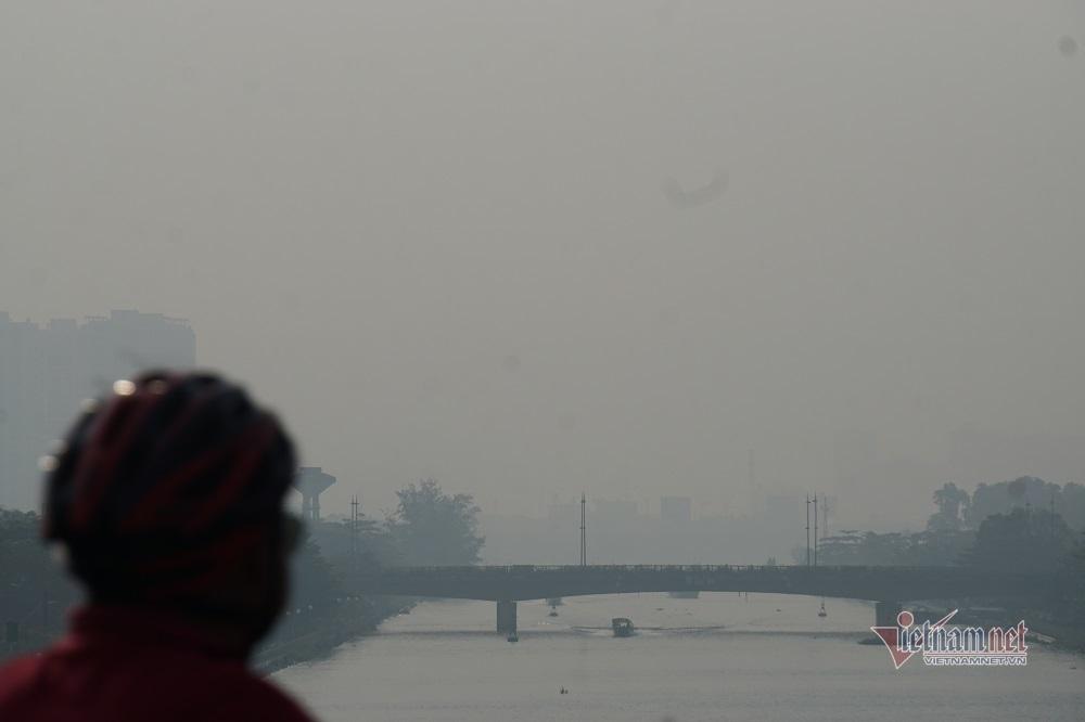 Sương mù ô nhiễm bao trùm Sài Gòn ngày cận Tết