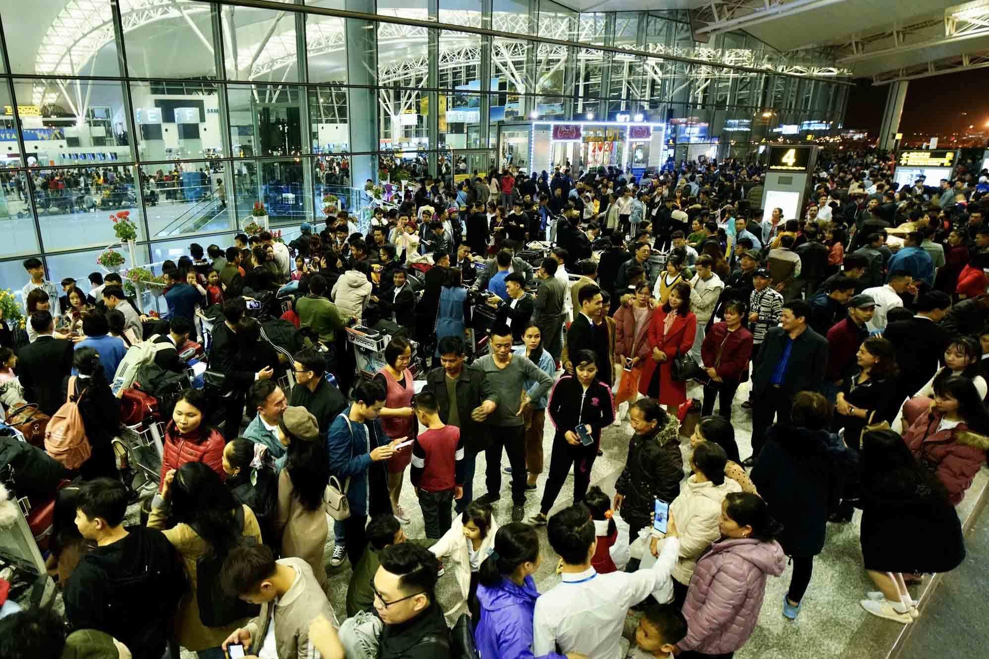 """Tránh mua vé máy bay Tết quá cao, nhiều khách chọn bay """"lệch"""" cao điểm"""