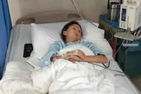 Cô gái tử vong ở tuổi 24 vì chỉ ăn cơm trộn ớt mỗi ngày