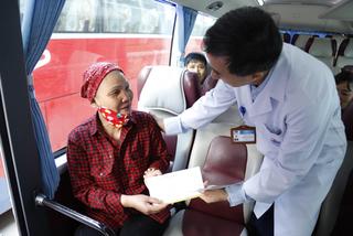 BV K thành bến xe, 300 bệnh nhân ung thư được chở về tận nhà ăn Tết