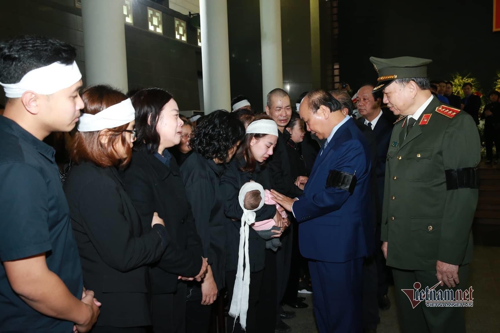 Xót xa dải tang trắng trong lễ tang 3 liệt sĩ hy sinh ở Đồng Tâm
