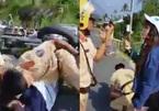 Người phụ nữ say xỉn cùng 2 gã đàn ông đánh CSGT khi bị kiểm tra nồng độ cồn