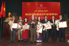 Best Vietnamese writers of 2019 receive awards