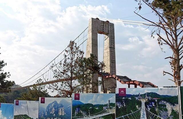 Da Lat suspends illegal glass bridge project