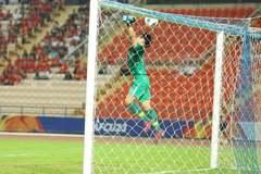 Bùi Tiến Dũng mắc lỗi khiến U23 Việt Nam thủng lưới