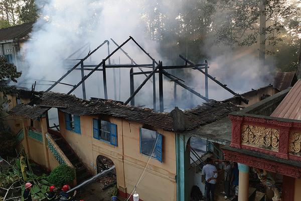 Tăng xá nghìn năm tuổi của chùa cổ ở miền Tây bị cháy rụi