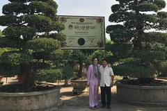 Hoài Linh khoe ảnh thăm cặp me kỷ lục ở Sa Đéc