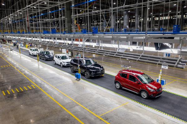 VinFast đã bán được 17.000 ô tô, 50.000 xe máy điện
