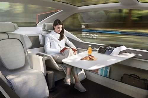 Ô tô thời thượng 2020, 'quẩy' trong phòng 5 sao trên đường cao tốc