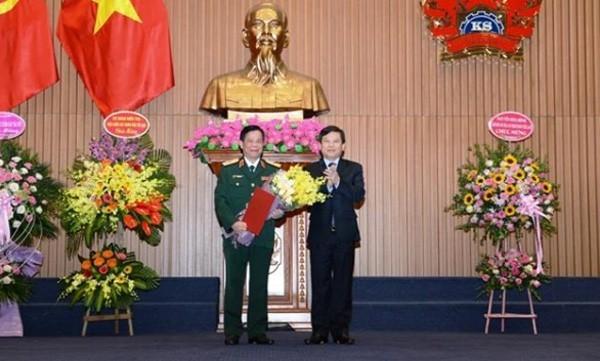 Trao quyết định của Chủ tịch nước cho Thiếu tướng Tạ Quang Khải