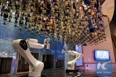 Du thuyền hiện đại sử dụng robot pha chế đồ uống