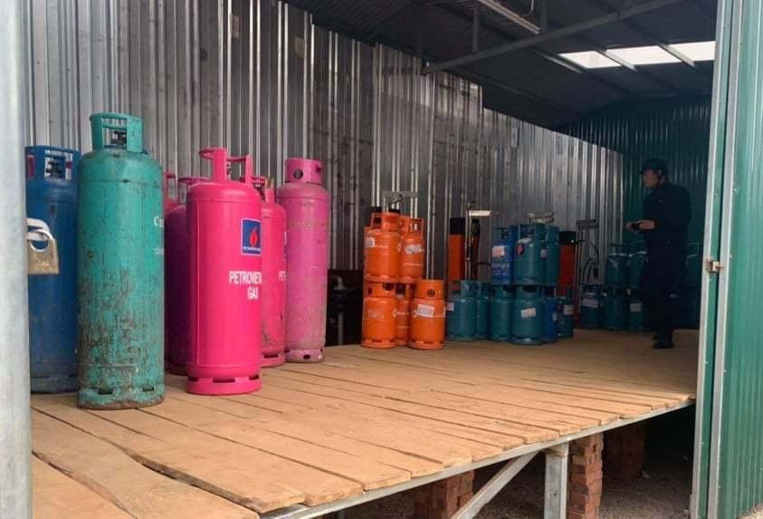 Đột kích cơ sở có dấu hiệu sang chiết gas trái phép tại Hải Phòng
