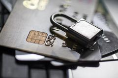 6 cách khóa thẻ ngân hàng tạm thời trong trường hợp khẩn cấp