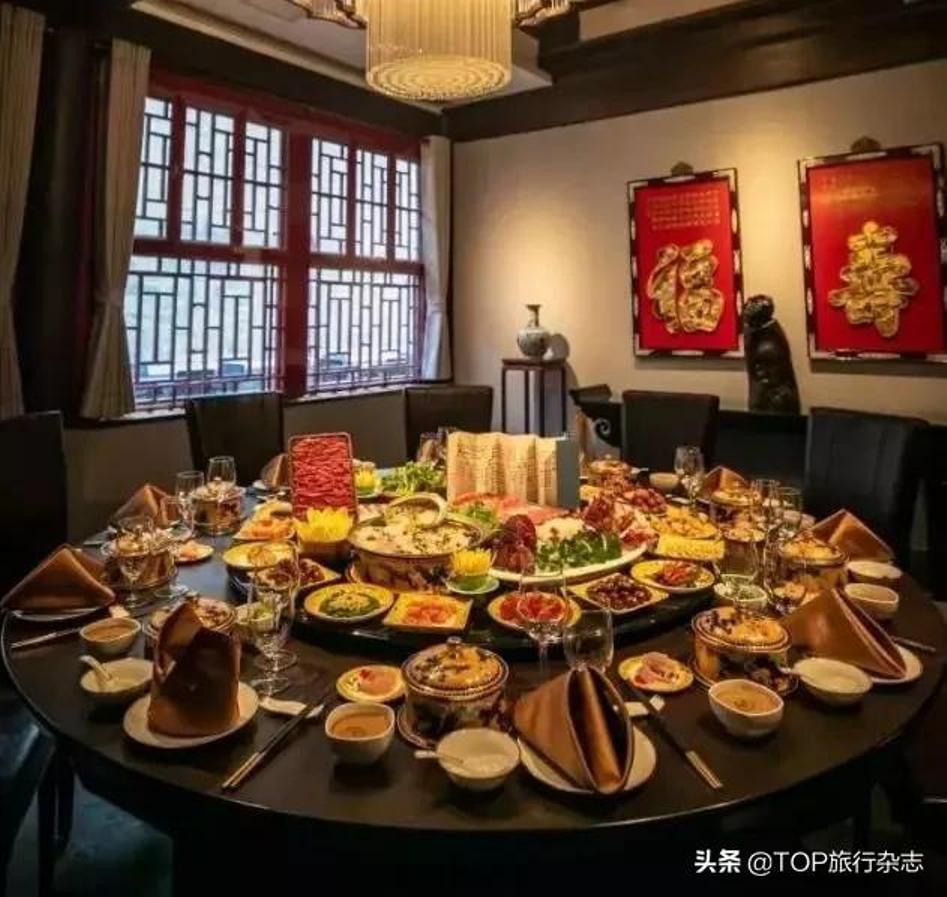 Nhà hàng TQ tổ chức tiệc Giao thừa xa xỉ, hàng chục triệu một bàn