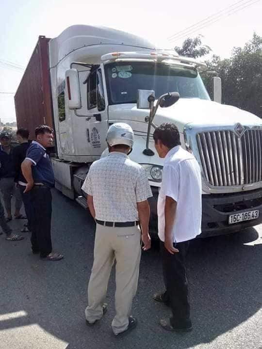 Va chạm với xe container, nữ sinh Quảng Trị tử vong