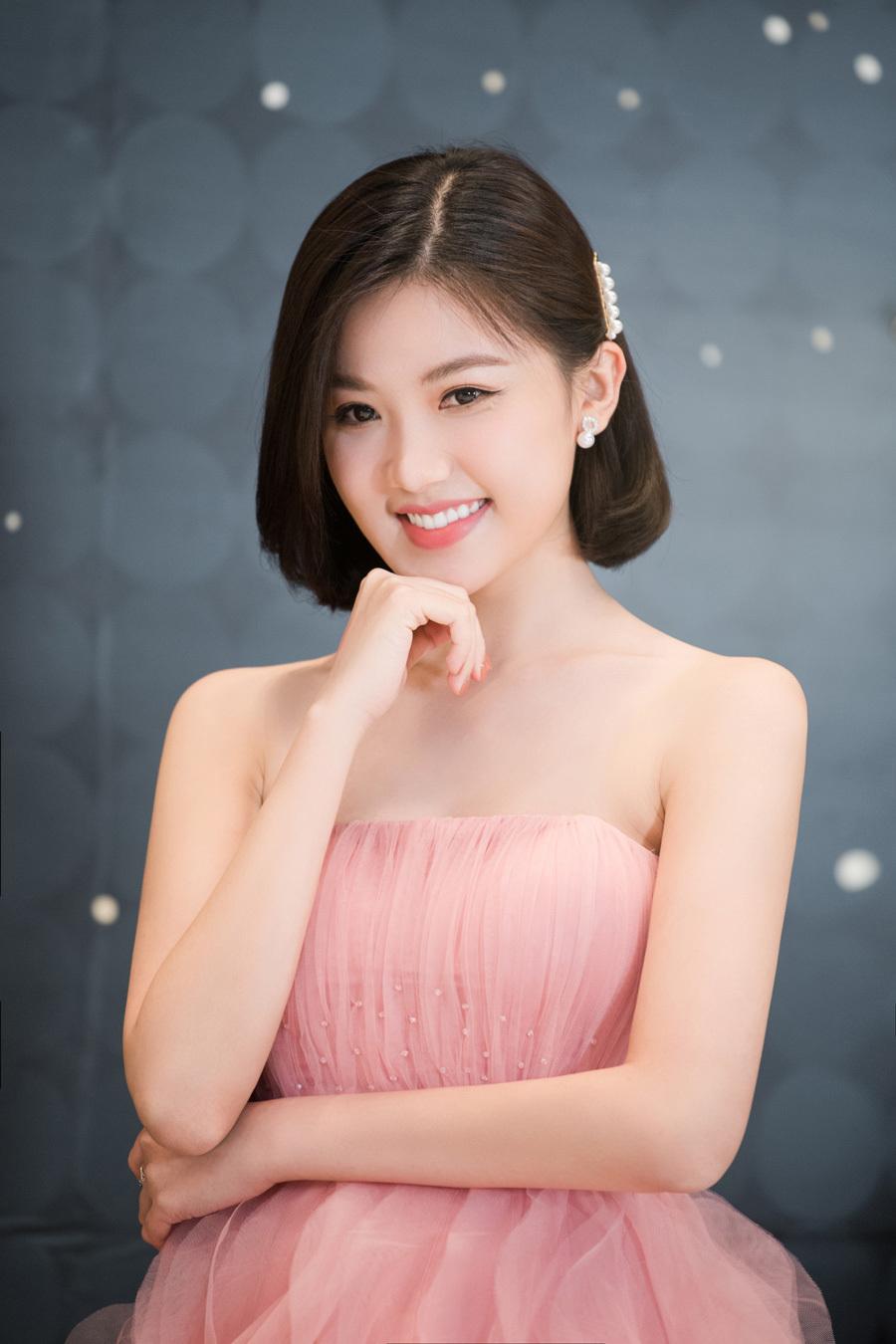 Hoa hậu Khánh Vân đọ sắc bên Á hậu Lệ Hằng