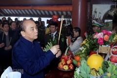 Thủ tướng dâng hương tưởng niệm Chủ tịch Hồ Chí Minh ở Ba Vì