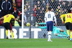 Mourinho và Tottenham suýt ôm hận trước Watford