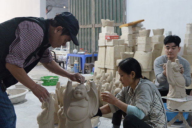 Bat Trang pottery village in days nearing Tet holiday