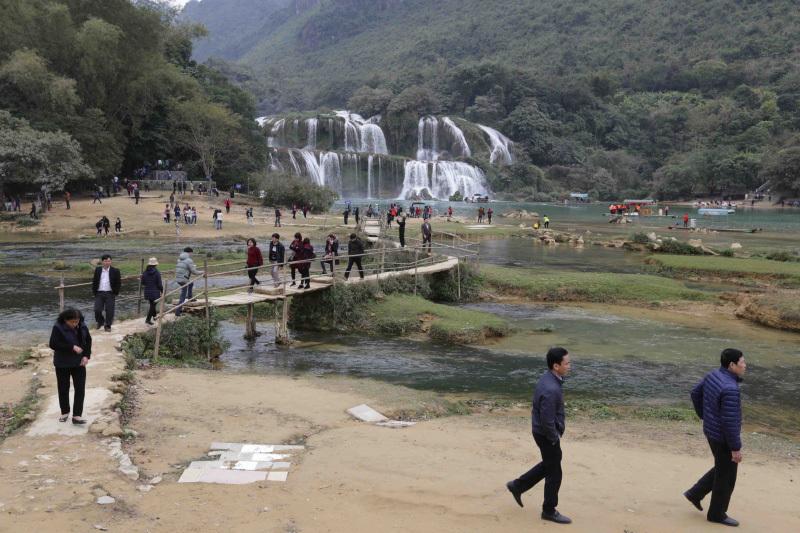 Exploring Cao Bang in spring