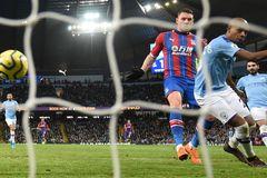 Man City tuột chiến thắng ở phút 90 vì...người nhà