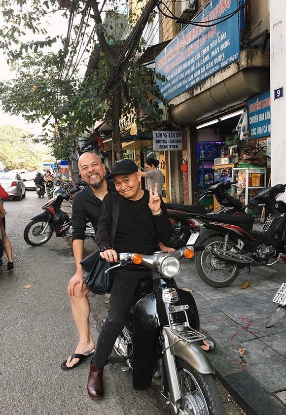 Đàm Thu Trang liên tục mặc đồ giấu bụng giữa tin đồn mang thai