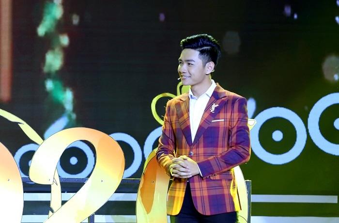 MC 'Chuyện 12h trưa' đăng quang 'Én vàng 2019'