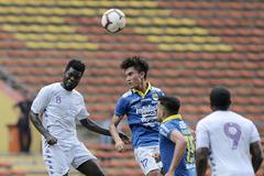 Hà Nội FC trắng tay sau trận cầu kỳ lạ