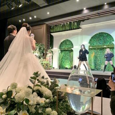 Sunmi nhiệt tình hát mừng tại lễ cưới của người hâm mộ