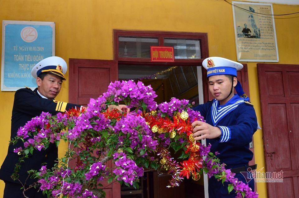Tết đảo xa nao nao nhớ nhà, lính hải quân bày lá gói bánh chưng