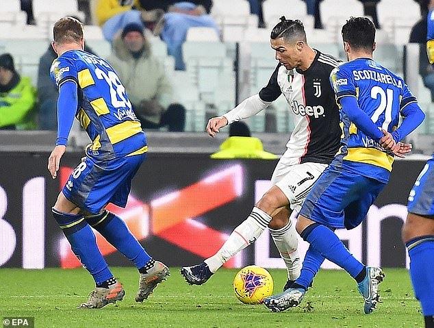 Ronaldo hóa người hùng, Juventus gia tăng cách biệt với Inter