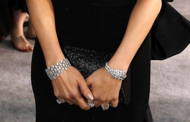 Jennifer Lopez đeo trang sức hơn 200 tỷ đi sự kiện làm dân tình choáng váng