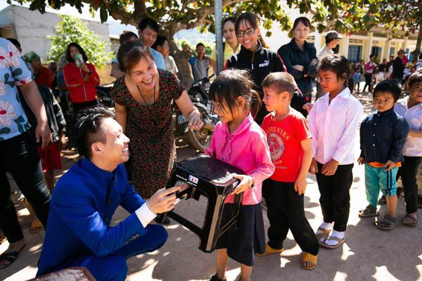 Nhựa Long Thành trao quà Tết cho các hộ nghèo