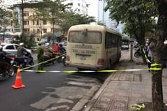 Tài xế xe khách chết gục trên vô lăng ở Hà Nội, cửa xe có vết bất thường
