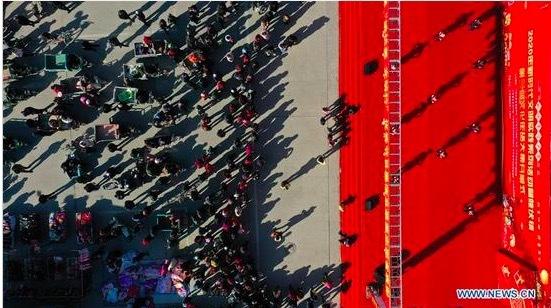 Cận cảnh chợ Tết quê ở Trung Quốc