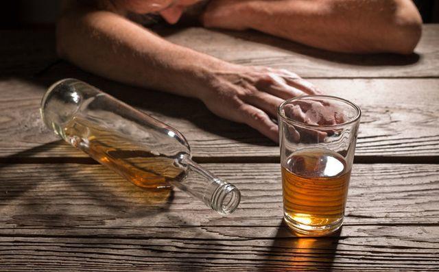 Uống rượu dịp Tết, đừng làm hành động này nếu không muốn vào viện