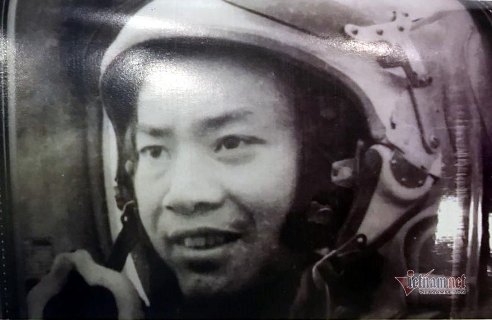 Sĩ quan dẫn đường kỳ cựu cứu tiêm kích hết dầu hạ cánh an toàn