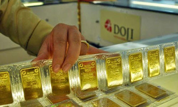 Giá vàng hôm nay 24/1, Mỹ sôi sục, vàng biến động liên tục