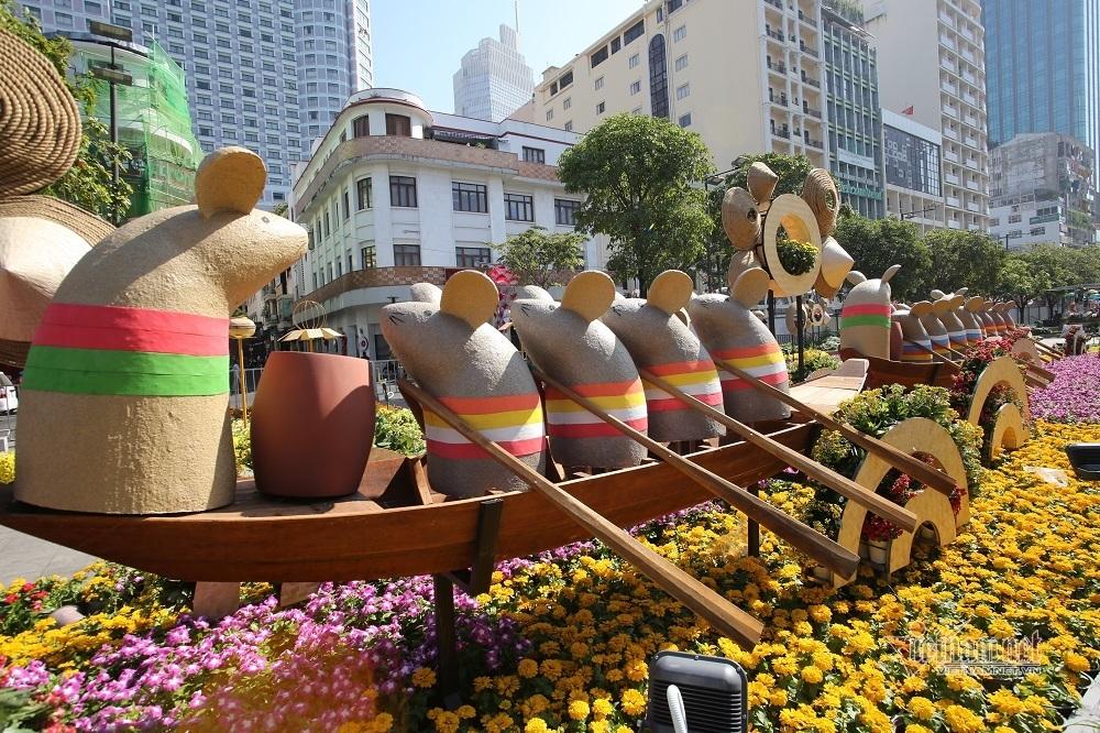 Vui nhất đường hoa, chuột ngúng nguẩy đàn hát, chèo thuyền