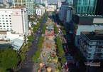 Khuyến nghị khách đến đường hoa Nguyễn Huệ không cởi bỏ khẩu trang để chụp hình