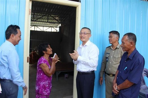Vietnamese-Cambodians receive new houses after blaze last year