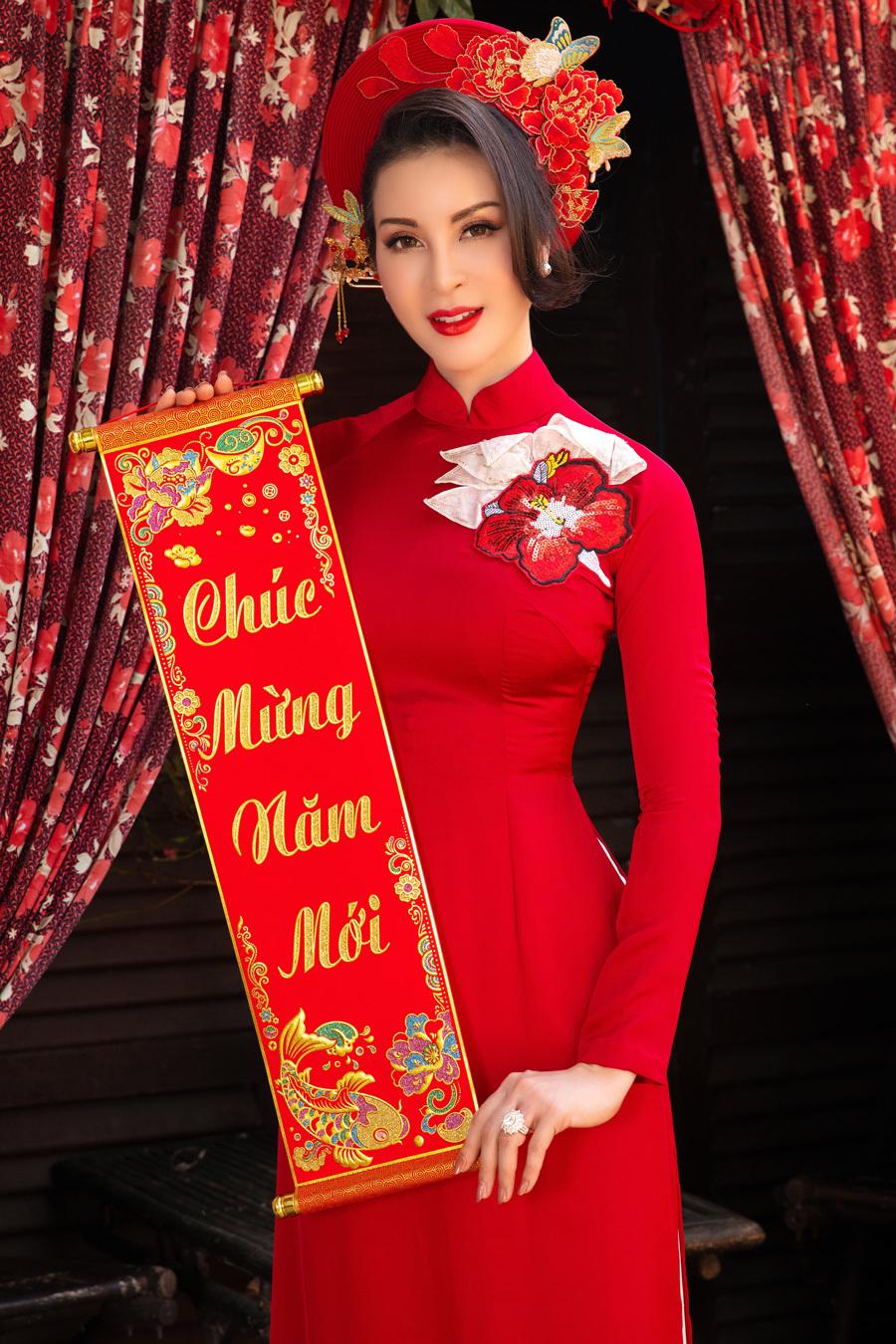 MC Thanh Mai: Tết từng không có tiền, chỉ dám hít hà mùi thức ăn