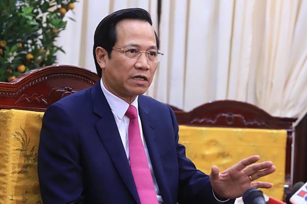 Bộ trưởng Đào Ngọc Dung xuống hầm gặp thợ mỏ, ăn cơm công nhân để viết luật