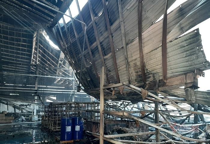 Dọn vệ sinh nghỉ Tết, công ty gỗ hàng ngàn mét bốc cháy dữ dội