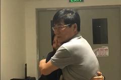 Bố Hương Tràm xúc động vì con gái bất ngờ về Việt Nam đón Tết