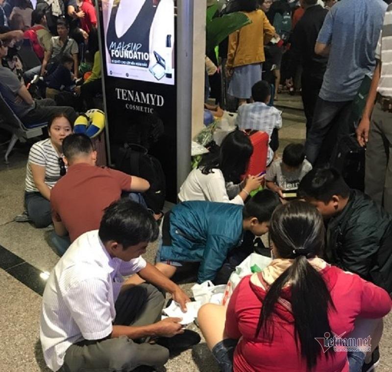 Tân Sơn Nhất cao điểm 1.000 chuyến bay, quá tải ngay từ sáng