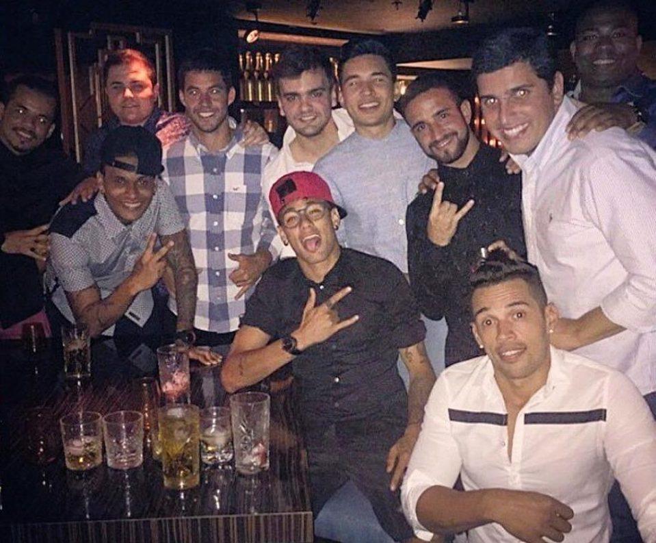 Thâm nhập thế giới ăn chơi khét tiếng của Neymar