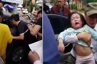 Bố bỏ quên chìa khóa, 2 bé gái bị mắc kẹt khóc tím tái trên xe ô tô ở Hà Tĩnh
